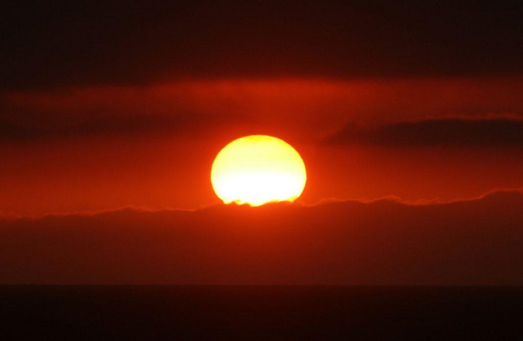 dlaczego słońce świeci
